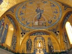 l'intérieur de l'église du Mont