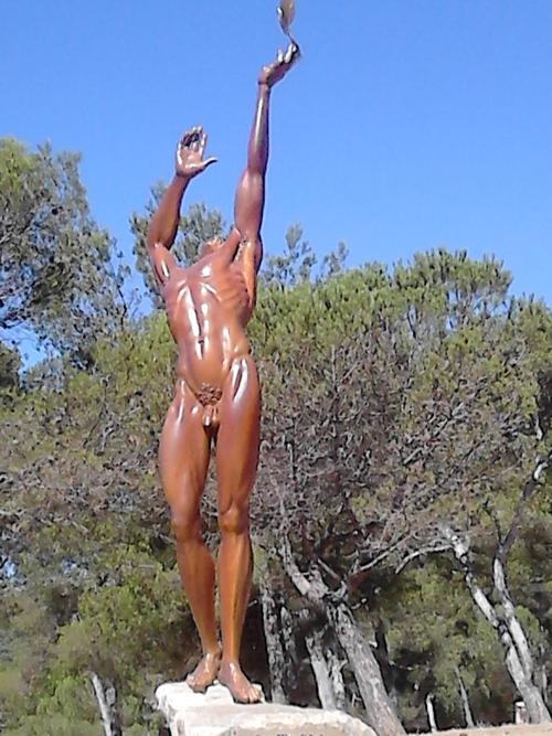 nouvelle statue à Bormes la Favière