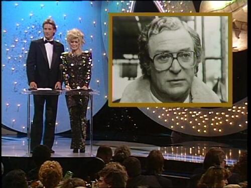 1987:Donna Mills et Bruce Boxleitner remettent un Golden globe.