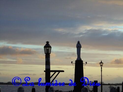 Volendam, statue de la Vierge Marie