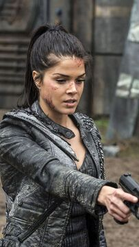 FC : Marie Avgeropoulos