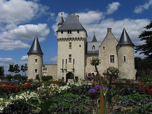 1 - Chateau du Rivau -Vue de l'entree Potager de Gargantua