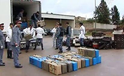 Des milliers DH et une cargaison de chira saisis à Agadir et Tanger-Med