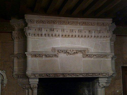 Langeais - cheminée de la salle du banquet