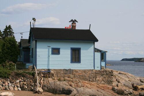 Petit port avec des maisons de toutes les couleurs