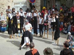 —-  Carnaval de Saillans - échassiers du Labo  —-