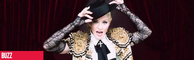 Madonna tombe sur scène lors de sa prestation au Brit Awards 2015