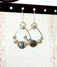 Boucles pierres anneaux