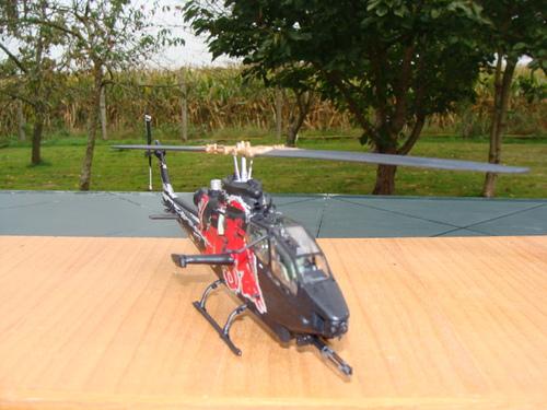 Maquette hélicoptère Bell AH-1F Cobra Red Bull au 1/48