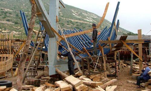 Dakhla: Démantèlement de deux chantiers clandestins de fabrication de barques artisanales par la Gendarmerie Royale