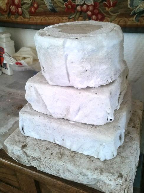 Un socle en ciment facile/A cement base easy to make