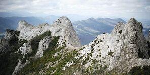 http://s1.lemde.fr/image/2011/12/29/534x267/1623604_3_991a_le-pic-de-bugarach-la-montagne-sacree-des.jpg