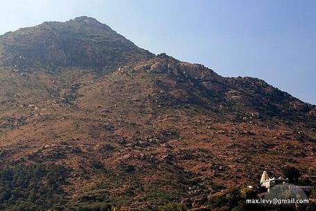 http://images.travelpod.com/tw_slides/ta00/ddf/902/arunachale-mountain-mamallapuram.jpg