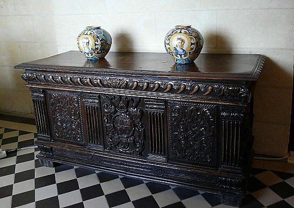 chateau-d-USSE---coffre-Renaissance-francaise.JPG