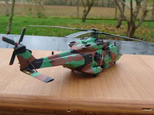 """Maquette hélicoptère NH90 TTH """"Caïman"""" ALAT au 1/72"""