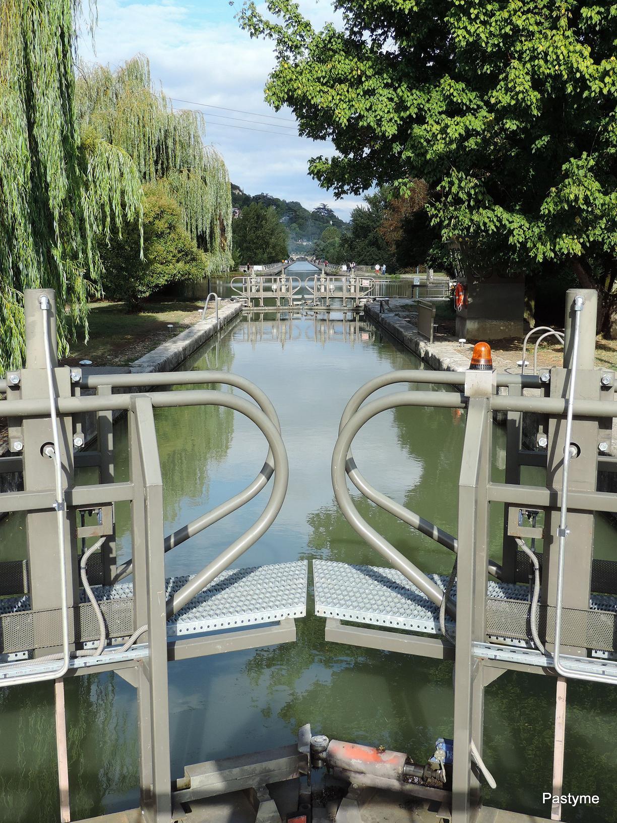 AGEN - le pont canal