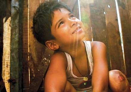 http://grotius.fr/wp-content/uploads/2010/08/ENFANT_INDE_Les-enfants-de-Slumdog-Millionaire-vont-avoir-un-nouveau-toit-_closer_news_xlarge@250x140.jpg