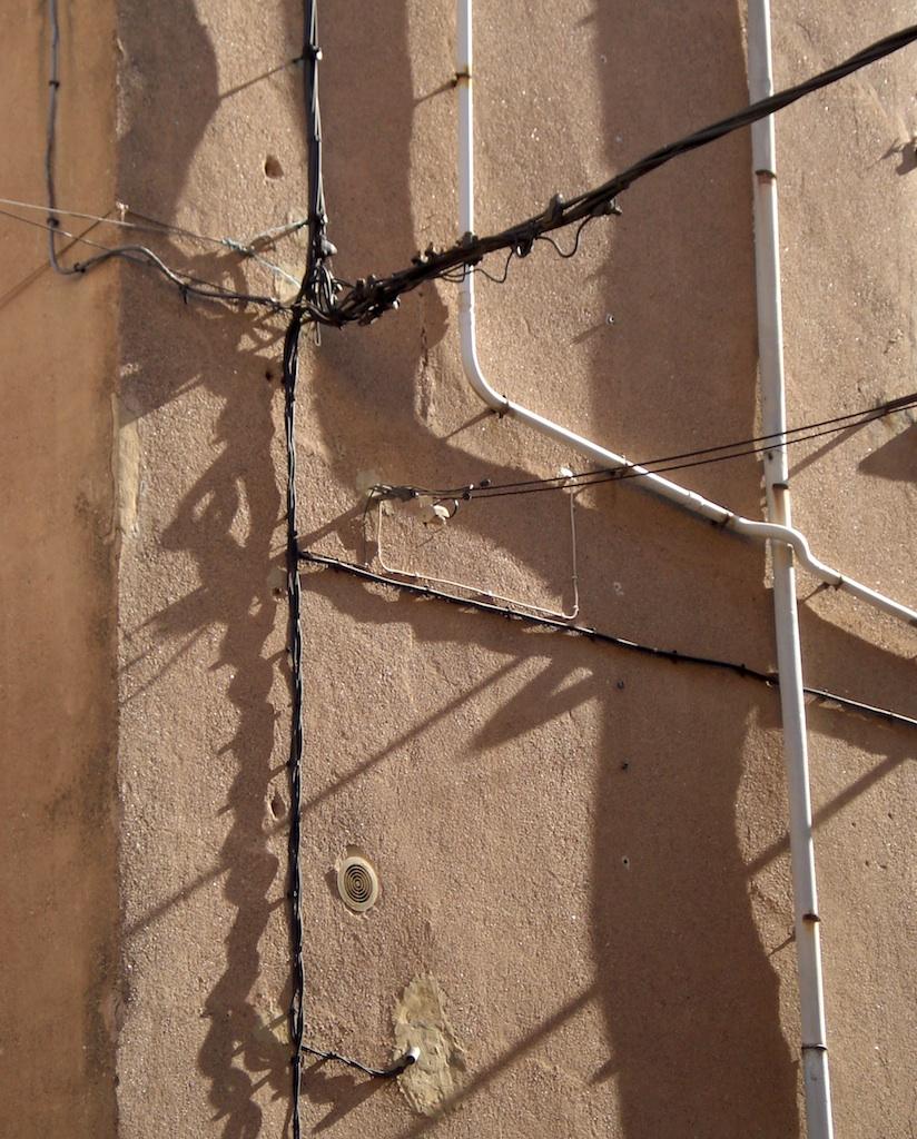 Gaine Electrique Exterieur Apparente l'art du compteur et la ruine des façades - archéologie du