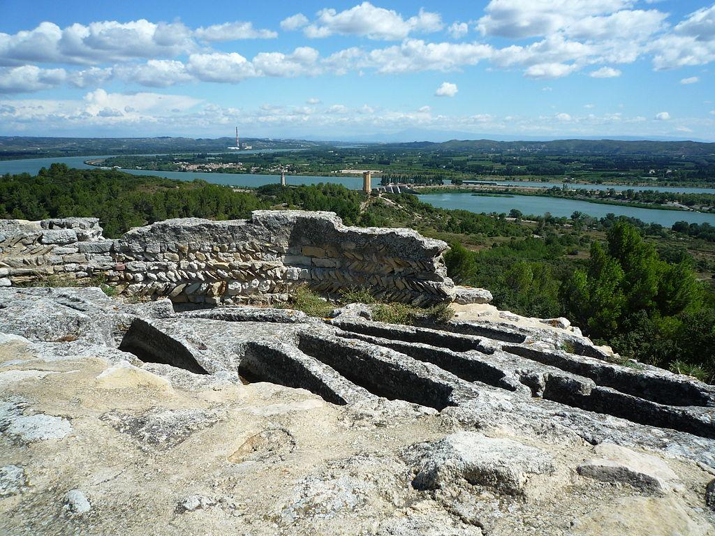 Nécropole de l'abbaye et point de vue sur la vallée du Rhône