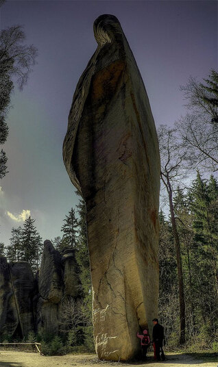 rocher-menhir-vierge-tcheque-688px