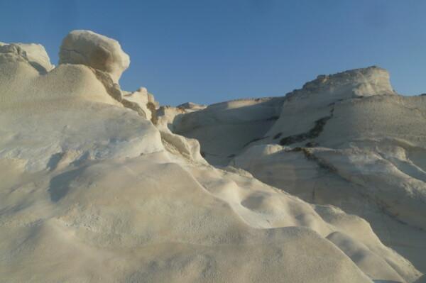 Milos : les canyons lunaires de Sarakiniko