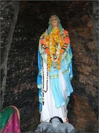 https://upload.wikimedia.org/wikipedia/commons/d/d1/MaryMata_Statue.jpg
